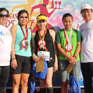 10k Female Category (from left) Ms. Lalaine Manalo Tertiary School Director, FAITH, Dean college of Business and accountancy, 3rd placer Julie Somoso, 1st placer Arlene Torres, 2nd placer Christina Tecson and Mr. Juan P. Lozano Executive Director, FAITH.